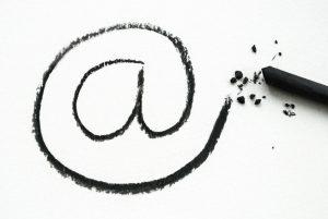 @ - Zeichen, Mailzeichen, E-mail Symbol - Illustration mit Zeichenkohle